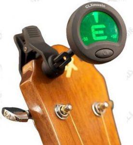 Gitaar stemmen is makkelijk met stemapparaat die bijvoorbeeld e snaar, a snaar, d snaar, g snaar, b snaar en de e snaar juist stemt