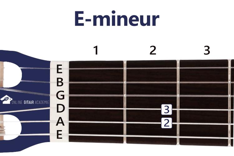E-mineur akkoord gitaar - gitaarakkoorden - rechtshandig - Online Gitaar Academie